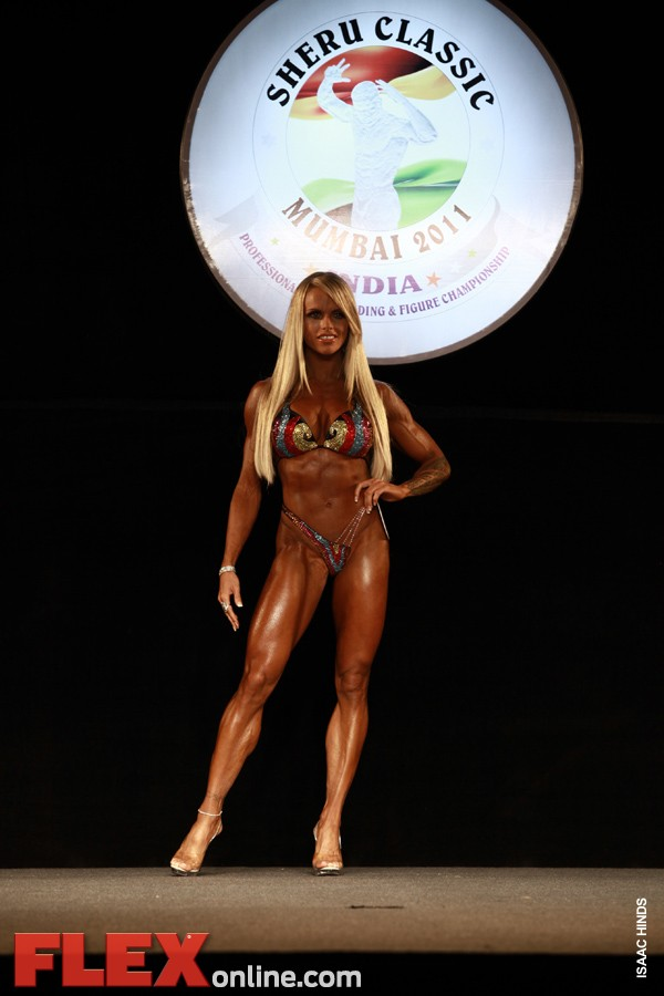 Larissa Reis - Womens Figure - Sheru Classic 2011