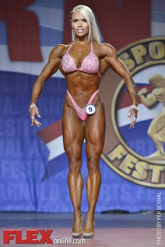 Larissa Reis - Figure International - 2014 Arnold Classic