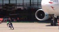 Franz Mullner Pulls a Boeing 777