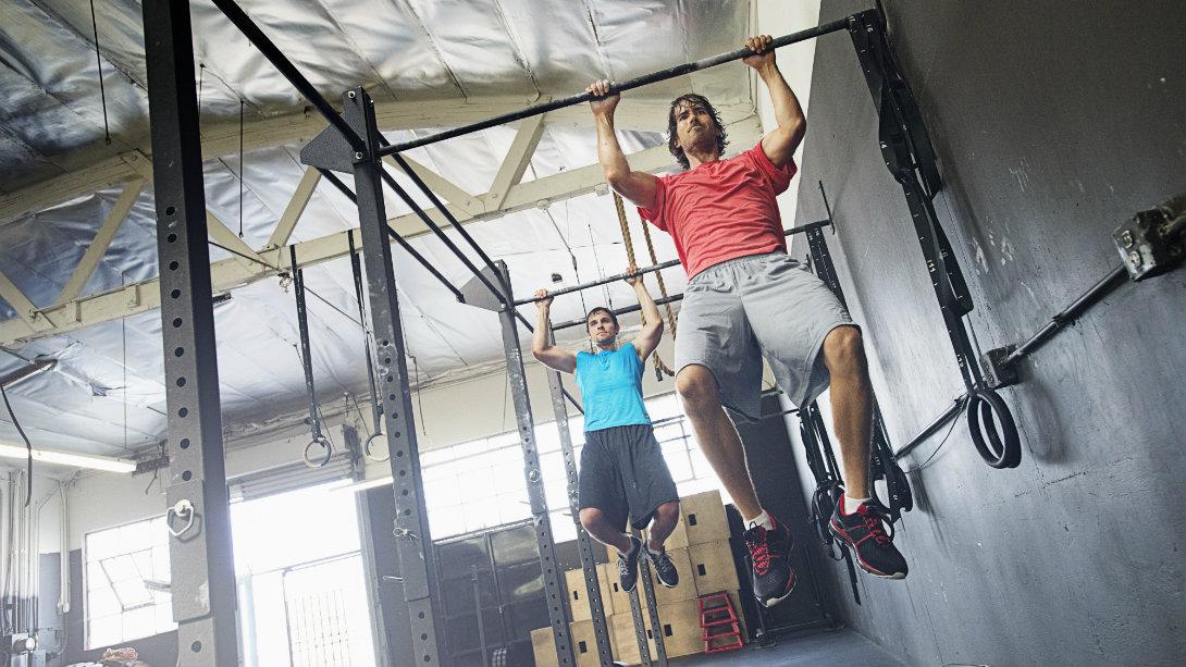 Men doing pullups at gym