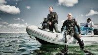 Paul De Gelder on ocean raft