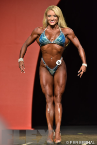 Wendy Fortino - Figure - 2015 Olympia