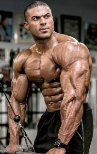 henri-triceps-pushdowns