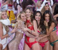 20 More Photos From the 2015 Victoria's Secret Fashion Show