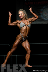 2016 IFBB Vancouver Pro: Women's Physique - Eleonora Dobrinina