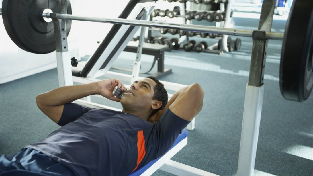TOP 8 REASONS YOU'RE DISTRACTED AT THE GYM