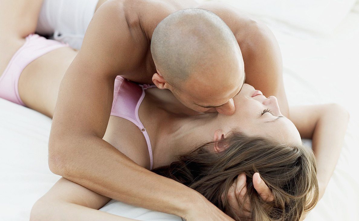 sex_couple_kissing_dating_main_0