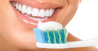 women-brushing-teeth