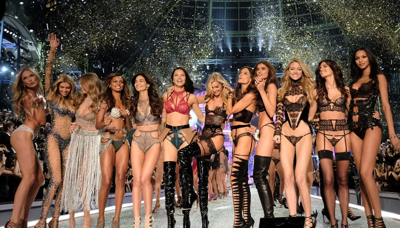 The 20 hottest photos from the 2016 Victoria's Secret Fashion Show