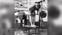 arnold-schwarzenegger-barefoot-deadlifts