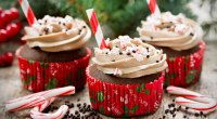 Holiday-Cupcakes-With-Straws-And-Sprinkles