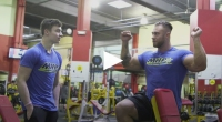 Chris Bumstead trains shoulders with contest winner