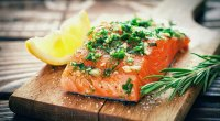 15-foods-salmon-490641566
