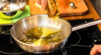 canola-oil-1109-GettyImages-1003450068