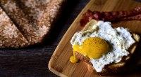 egg-yolk-for-T-843057398