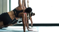 yoga-plank-workout-class-GettyImages-855913958