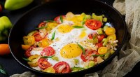 1109-Eggs-Vegetables-Eggs-Piperade-GettyImages-1127893543