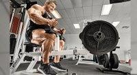 Bodybuilder Flex Lewis doing a calf raise exercise