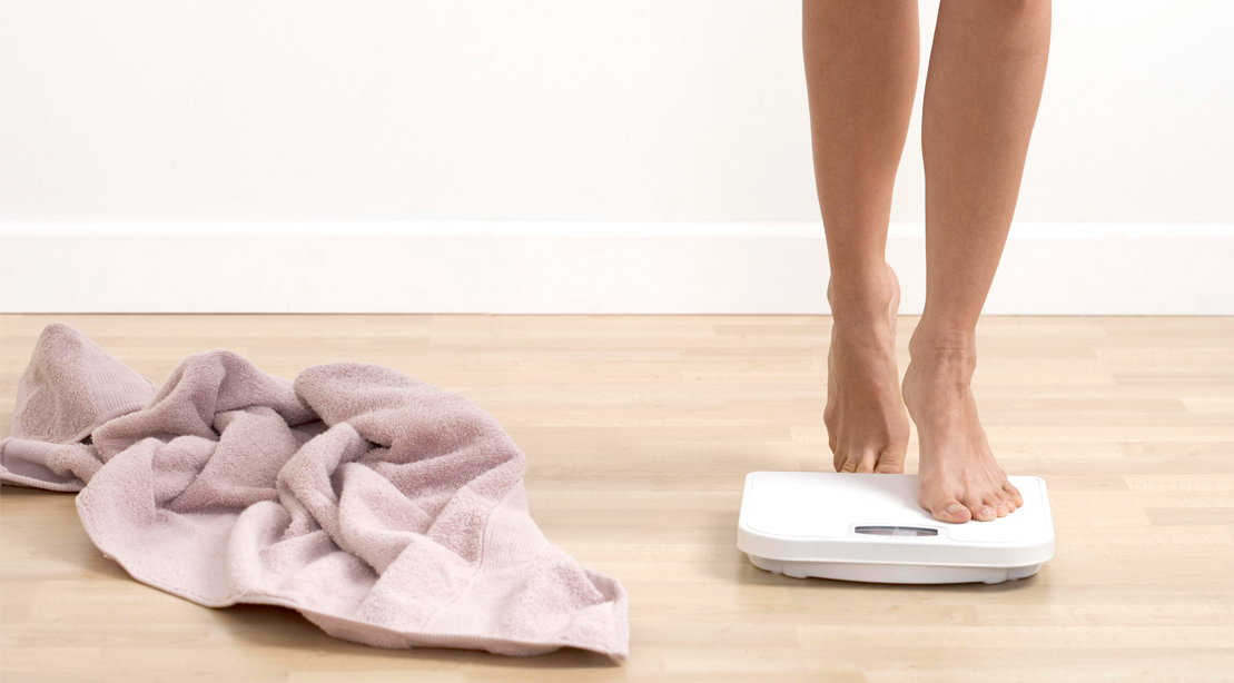 Towel-Scale-Naked-79250633