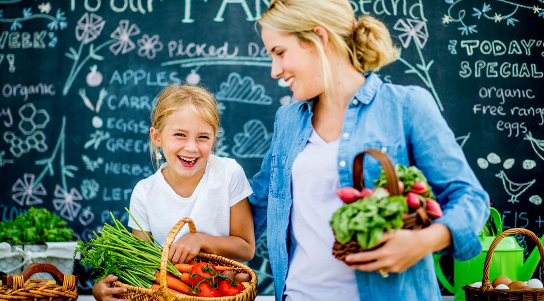 Mom-Daughter-Farm-Fresh-Market