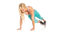 Blonde-Female-Performing-Twisted-Mountain-Climber-Start-Position