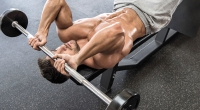 Chris-Bumstead-Doing-Skull-Crusher-With-Barbell-Weight