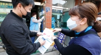 Korean-Volunteer-Informing-Man-About-Coronavirus
