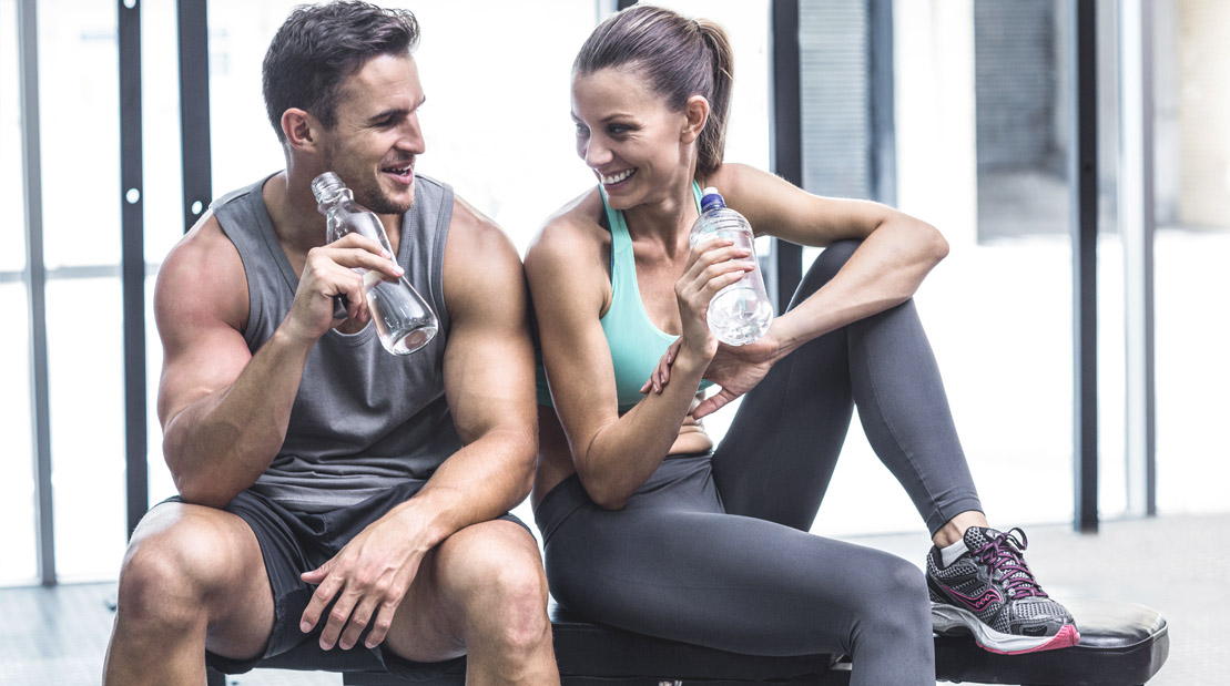 Muscular-Fitness-Couple-Drinking-Water-Resting-Flirting