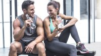 Muscle-Fitness-Couple-Drinking-Water-Rest-Flirting