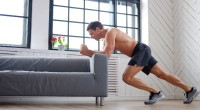 man-home-workout-FXQuadro_403741759