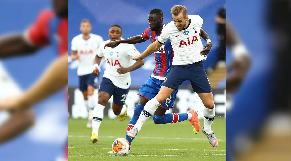 Premier League soccer player for Tottenham Hotspurs playing a soccer match