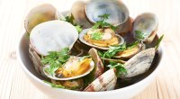Steamed clams containing the micronutrient b12