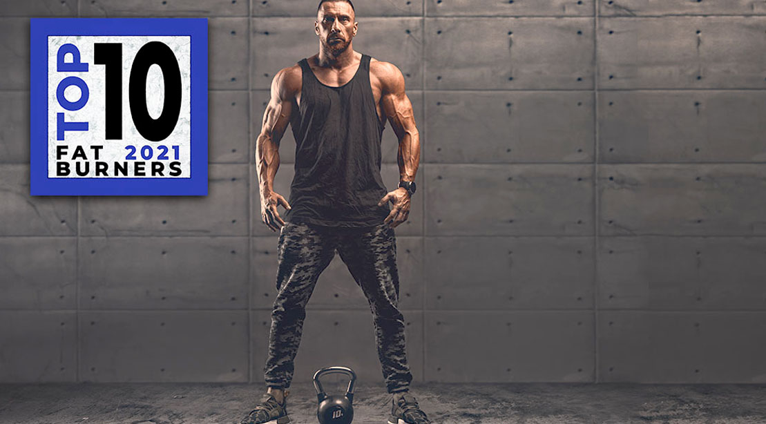 Muscular bodybuilder doing a kettlebell workout while using fat burning supplements for 2021